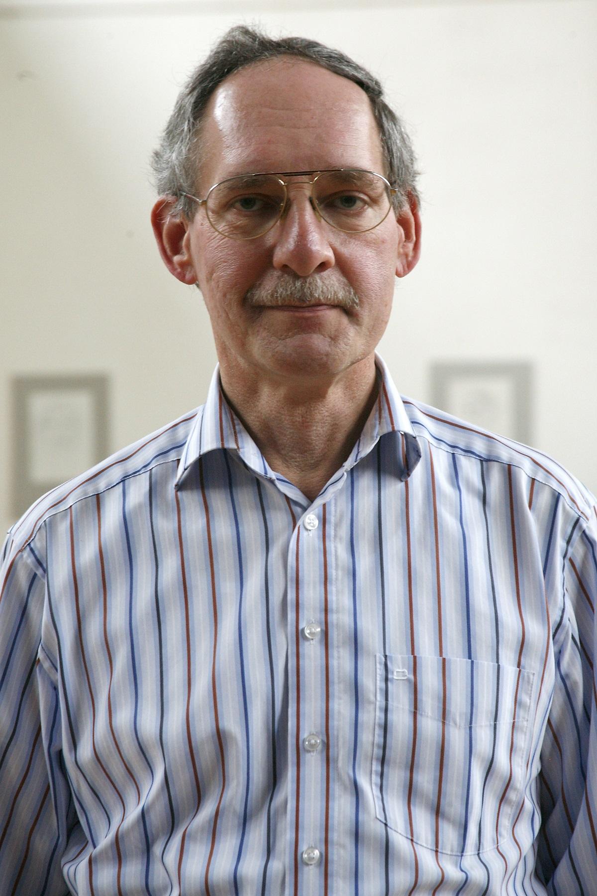 Dr. Peter Wolfrum